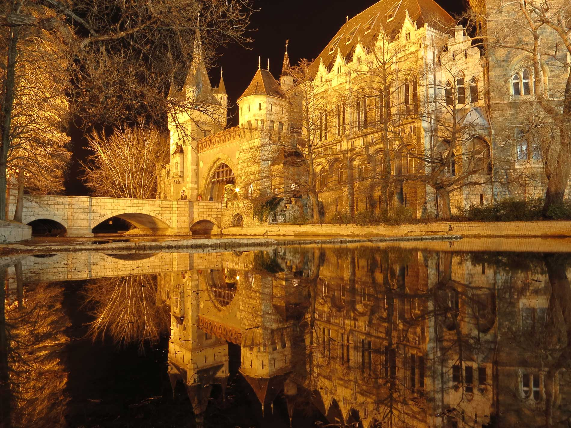 photography_atthary_budapest_reflection_01